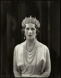 Queen Elena of Romania, née Princess of Greece and Denmark wearing Queen Sophie's Diamond Tiara. Romanian Royal Family, Greek Royal Family, Royal Tiaras, Tiaras And Crowns, Greek Royalty, Queen Sophia, Prince Héritier, Diamond Tiara, Casa Real