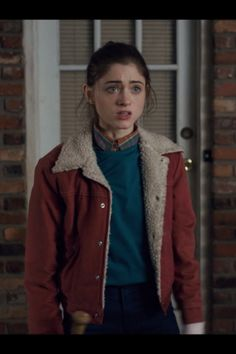 Stranger Things Nancy Wheeler Jacket in denim fabric worn by Natalia Dyer in the famous TV series, Now you can buy from New American Jackets. Nancy Stranger Things, Stranger Things Characters, Stranger Things Halloween, Stranger Things Quote, Stranger Things Season, Stranger Things Aesthetic, Natalie Dyer, Nancy Wheeler, Leandra Medine