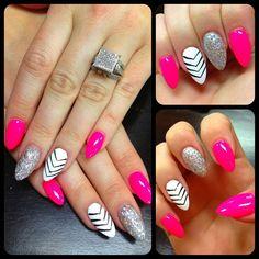 #glitternails #pinknails #whitenails ❤ - @razzledazzlenails