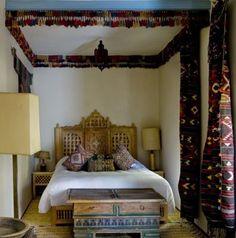 Turkoman tassels - moucharabie headboard