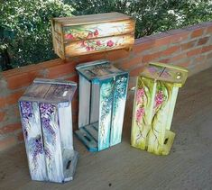 The Effective Pictures We Offer You About crates decor party A quality picture can tell you many things. You can find the most beautiful pictures that can be presented to you about crates decor bedroo Wooden Diy, Wooden Boxes, Painted Furniture, Diy Furniture, Painted Wood, Crate Decor, Decoupage Box, Wood Crates, Painting On Wood
