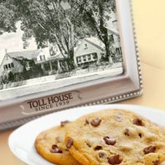 The history of the Toll House Cookie tells the story of the most popular cookie of all time. Culinary Classes, Baking Classes, Culinary Arts, Cookie Recipes, Dessert Recipes, Desserts, Toll House, Food Lab, Food Facts