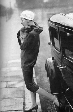 Dovima in photo by Richard Avedon for Harper's Bazaar, 1955
