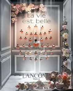 """PRINTEMPS, Paris, France, """"La Vie est Belle"""", (Life is Beautiful), for Lancôme, photo by Vitrinistika, pinned by Ton van der Veer"""