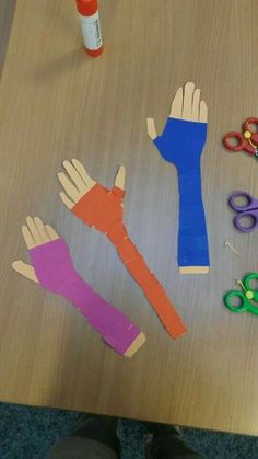 I think this is a fun activity for children who are getting a cast. They can pick their colored tape and wrap it on a paper arm or a baby doll. Body Preschool, Preschool Themes, Kindergarten Activities, Preschool Activities, Primary School, Pre School, Community Helpers Crafts, Art For Kids, Crafts For Kids