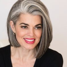 Devastatingly Stunning Grey Angled Bob Hairstyles to Show Off in 2019 Grey Hair Over 50, Long Gray Hair, Silver Grey Hair, Grey Hair Bob, White Hair, Hair Styles For Women Over 50, Short Hair Styles, Daniel Golz, Grey Bob Hairstyles