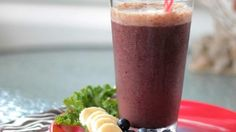 Fruit and Kale Smoothie - 1 cups orange juice 1 cup water 1 cup blueberries (preferrably frozen) 1 banana 1 cup kale leaves Kale Smoothie Recipes, Smoothie Drinks, Fruit Smoothies, Healthy Smoothies, Healthy Drinks, Fitness Smoothies, Healthy Juices, Raw Food Recipes, Healthy Recipes