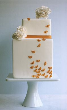 "Love the little wings that trail up this ""Bees"" cake by Magpie's Cakes, though at first I thought they were butterflies..."