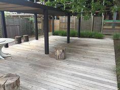 Schitterende vergrijzing van hardhouten padouk terrasplanken. Populair in Belgie. Zeer duurzaam en stabiel (weinig werking). Populair met clips voor blinde bevestiging.