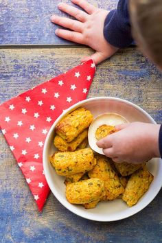 These cauliflower tots are a fab finger food for kids or baby-led weaning. A great way to help kids achieve their daily vegetable intake.