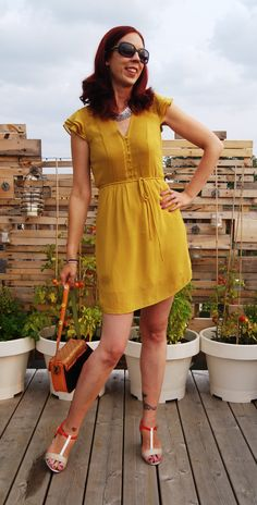 This #HM #mustard coloured dress is perfect for work + play!: http://www.thepurplescarf.ca/2014/09/fashion-my-style-mustard-yellow-warmth.html #fashion #style #styletips #toronto #outfit #OOTD #thepurplescarf #melanieps #fallfashion #mystyle