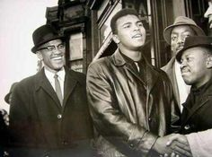 March 1964 Malcolm X, left, and Muhammad Ali outside the Trans-Lux Newsreel Theater in New York. Malcolm X, Muhammad Ali Boxing, The Jackson Five, Black Leaders, Vintage Black Glamour, By Any Means Necessary, Black History Facts, Strange History, Black Pride