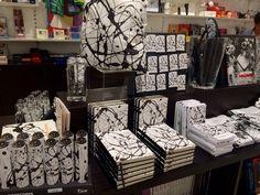 El #dripping de #JacksonPollock ha llegado hasta la #LibreríaMPM en forma de cuadernos, imanes, caleidoscopios..
