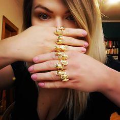 Pogoda nie rozpieszcza, ale może dzień będzie lepszy, gdy powiem Wam, że została uzupełniona rozmiarówka Pierogów srebrnych pozłacanych.  The weather is not so good, but maybe the day will be better when I tell you that the size of gold-plated silver Pierogi has been completed.  #obwarzanek #pierogi #pieróg #kluskislaskie #kraków #dumpling #dimsum #polska #cracow #good #gastropepole #pierścionekpieróg #gastrohetman #silesiandumplings #foodporn #pielmieni #pierścionek #dumplings Dim Sum, Dumpling, Betta, Rings, Jewelry, Jewlery, Jewerly, Ring, Schmuck