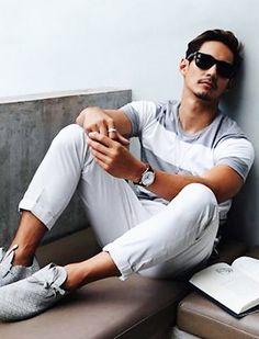 【夏】グレーボーダーTシャツ×白デニムのマリンコーデ(メンズ) | Italy Web