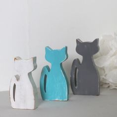 chats en bois blanc , bleu turquoise et gris patiné en décoration d'intérieur , de chambre , noël, personnalisés : Accessoires de maison par mylittledecor