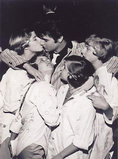 Elvis w/ groupies...the power of the rock star