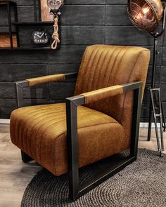 U koopt fauteuil Dertig op HUUS. Brown Interior, Interior And Exterior, Interior Design, Home Furniture, Furniture Design, Cool Chairs, Living Room Decor, Sweet Home, New Homes