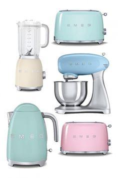 Lovely pastel Smeg kitchen appliances to complete the retro kitchen look. Deco Design, Küchen Design, Cocina Shabby Chic, Deco Retro, Estilo Retro, Retro Home, Kitchen Gadgets, Vintage Kitchen Appliances, Small Appliances