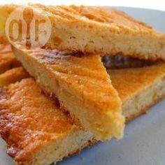 Ingrediënten Opbrengst: 1 boterkoek 1 ei (losgeklopt) 200 gram (tarwe/patent) bloem 100 gram lichtbruine basterdsuiker 150 gram zachte roomboter op kamertemperatuur 1 druppel vanille aroma