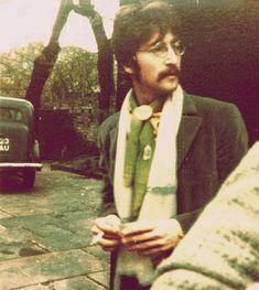 John Lennon John Lennon Beatles, The Beatles, Julian Lennon, Beatles Art, Great Bands, Cool Bands, Liverpool, Beatles Sgt Pepper, Beatles Photos