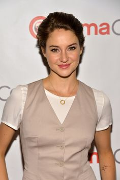 Shailene Woodley's glossy #lips and tousled pixie #haircut were sweet and sultry at CinemaCon 2014!