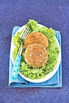 Burger tofu with basil | Save and organize your favourite recipes on your iPhone and iPad with @RecipeTin! Find out more www.recipetinapp.com #recipes #vegan #burger
