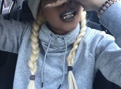 Image de grill, gold, and grillz Girls With Grills, Girl Grillz, Grillz Gold, Fang Grillz, Diamond Grillz, Gold Slugs, Tooth Gem, Gold Grill, Gold Teeth