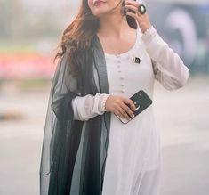 Pakistani Girl, Pakistani Dress Design, Pakistani Dresses, Pakistani Designer Clothes, Pakistani Designers, Girly Dp, Stylish Dpz, Frock Design, Stylish Girl Images