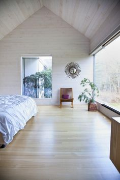 White corner of a bedroom Rural Weekend Retreat with Gable Structures: Depot House