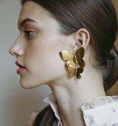 Mini Bar Stud earrings in Gold fill, short gold bar stud, gold fill bar post earrings, gold bar earring, minimalist jewelry - Fine Jewelry Ideas Bar Stud Earrings, Gold Drop Earrings, Statement Earrings, Sterling Silver Earrings, Silver Jewelry, Face Earrings, Sapphire Jewelry, Big Earrings, Silver Ring