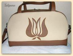 Kézipoggyász táska tulipánnal barna-bézs Shoulder Bag, Fashion, Moda, Fashion Styles, Shoulder Bags, Fashion Illustrations