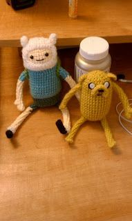 Jake the Dog and Finn the Human - Free Amigurumi Pattern http://crochetycrochet.blogspot.com.es/2012/07/adventire-time-common-grab-your-friends.html