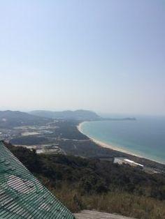 天気が良かったので糸島にある火山へドライブに行ってきました 糸島といえば二見ヶ浦や白糸の滝が有名ですが火山は穴場 山頂からは糸島半島の綺麗な海岸線を一望できます()/ 観光地として整備されていないので少し行きづらいですが行ってみる価値ありです tags[福岡県]