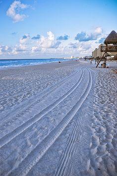 I sooooo want to be here right now!!! ..Cancun Beach, Mexico