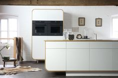 Oven/magnetron kast. The new Air Kitchen by deVOL is a unique contemporary designer kitchen featuring the best of British craftsmanship. Modern eco-materials and time honoured construction techniques, brought together in one sleek modern retro kitchen.