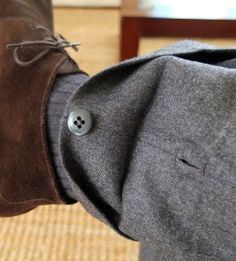 Button-up trouser leg turn-up