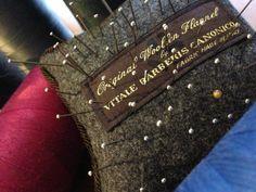 Czy nastąpi renesans luksusowego szycia? O bespoke, made to measure i innych tajnikach krawiectwa miarowego | NaTemat.pl Bespoke, Fashion Art, Cards Against Humanity, Taylormade