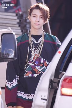 #JOHNNY, and he's wearing a AZ coyotes jersey!!