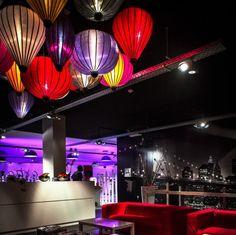 De lampionnen van Lampionsenzo zorgen voor sfeer aan de bar. Sfeerverlichting Lounge