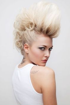 I need to learn how to do this by myself. I luv the faux hawk look. This is by queen pink 1981