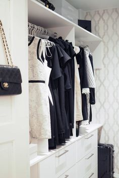 C and the city - Our walk in closet (WIC) - read more on the blog: http://www.idealista.fi/charandthecity/2017/02/07/esittelyssa-vaatehuone