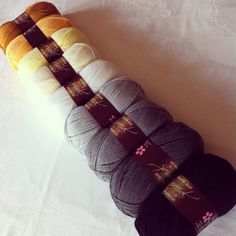 From Luciously Loopy Blog : Black to Gold Ombré blanket colour collection.