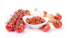 L'Emiliana - apenas o melhor de Itália> Receitas> Emilia Romagna Molho Vermelho em 4 Porções   1 cebola picada finamente amarelo  1 pimentão vermelho picado  2 colheres de sopa de azeite de oliva  4 tomates, lavados e cortados em pedaços  sal