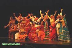 In Suriname ging ik vaak naar Thalia, een theater in Paramaribo. Er waren vaak Indiase dans optredens en zangwedstrijden. Ik vond het heel leuk en boeiend om naar te kijken en te luisteren.