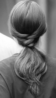 25 Super-Easy Everyday Hairstyles for Extremely Long Hair. I don't have extremely long hair.but still some great ideas :) Gossip Girl Hairstyles, Pretty Hairstyles, Ponytail Hairstyles, Style Hairstyle, Hairstyle Ideas, Hairdos, Bridal Hairstyle, Office Hairstyles, Wedding Hairstyles