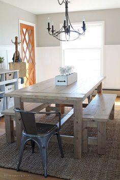 Add the warm rustic feeling to your house with the farmhouse style table. Here's a collection of 40 free DIY farmhouse table plans and ideas. Dining Room Design, Dining Table With Bench, Farmhouse Style Dining Room, Farmhouse Style Kitchen, Farmhouse Table Plans, Diy Farmhouse Table Plans, Diy Dining Room Table, Farmhouse Table Decor, Dining Room Table