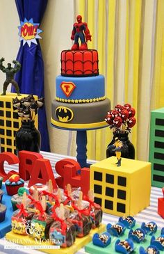 Fabiana Moura - Projetos Personalizados: Festa Super Heróis e Vingadores Superman Party, Superhero Theme Party, 6th Birthday Parties, Birthday Party Decorations, Boy Birthday, Avengers Birthday, Guidance Lessons, Hollywood Theme, Hero Costumes