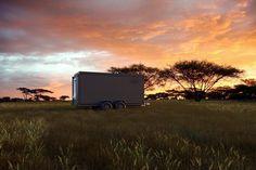 Faszinierend, wie das neue Roving Bushtops in Tanzania und dritte der exklusiven  Bushtops Camps gebaut wird. Vom rollenden Container zum Luxuszelt auf Plattform.  Schaut euch die ersten Fotos des Prototypen an.  Mehr über das Roving Bushtops Camp  www.privatesafaris.ch/tanzania/serengeti-nationalpark/kuoni-roving-bushtops-camp