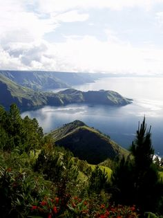 Lake #Toba, is a lake and #supervolcano located in the middle of the northern part of the Indonesian island of #Sumatra. Lake Toba is the largest volcanic lake in the world.